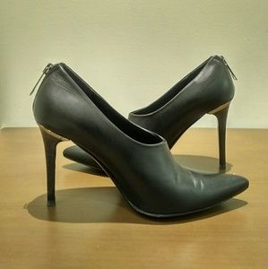 BURBERRY Black Leather Pumps